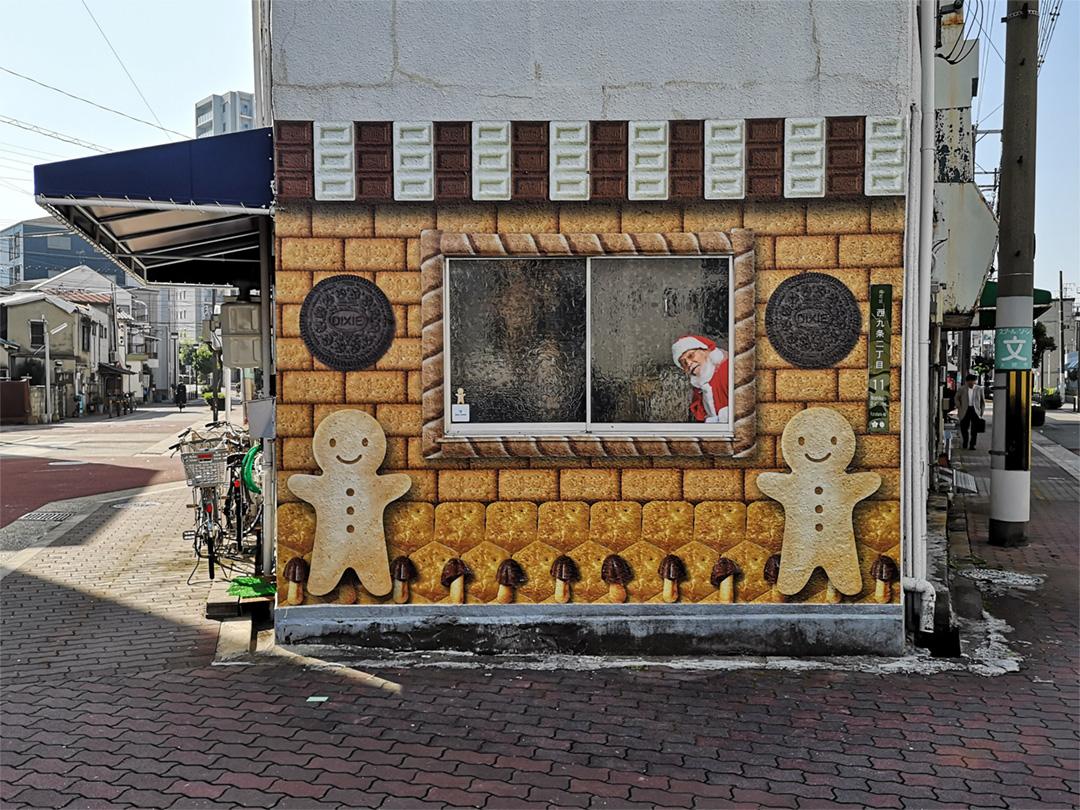 ウォールステッカーでお菓子の家を作りました。
